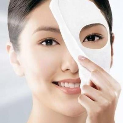 Không nên sử dụng mặt nạ hàng ngày làm da dễ mất đề kháng xuất hiện mụn và nám.