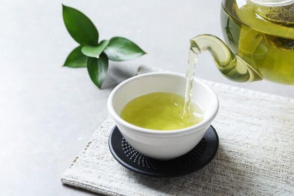 Khi thắc mắc không biết uống gì để giảm mỡ bụng thì hãy thử trà xanh xem sao nhé.