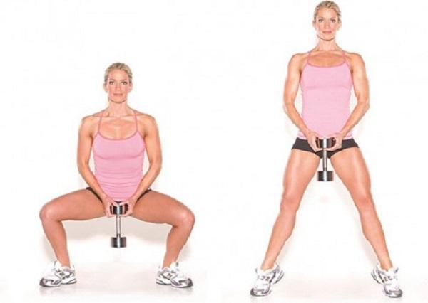 Plie squat với tạ giúp giảm mỡ đùi hiệu quả cho các bạn