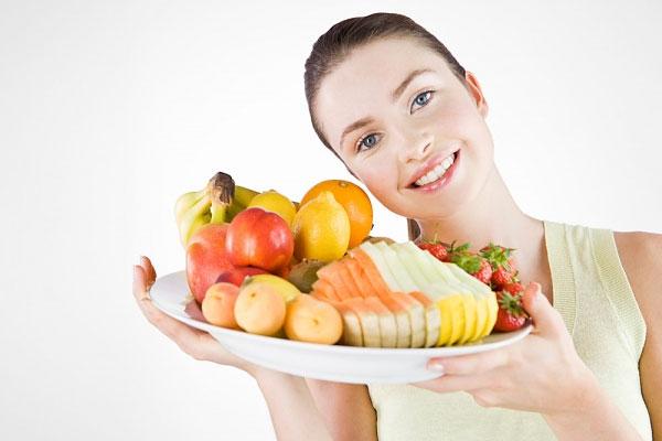 Ăn hoa quả thay rau xanh sẽ làm cho cơ thể thiếu vitamin và khoáng chất.
