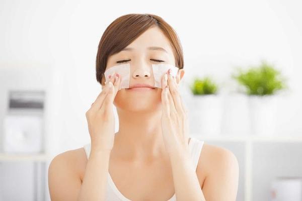 Không dùng giấy thấm dầu quá nhiều có thể gây hại cho da