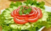 Cách làm đẹp da hiệu quả với dưa leo và cà chua